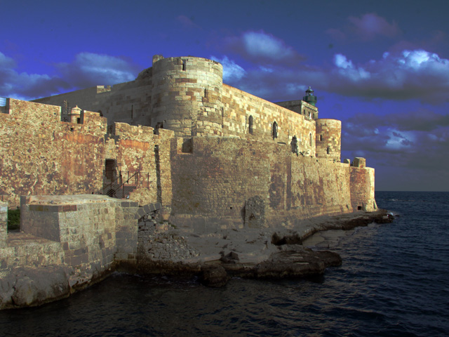 Siracusa - Castello Maniace in notturna